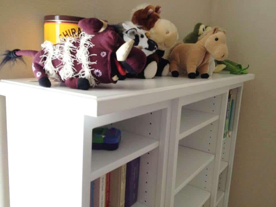 white-childrens-bookshelf-tiered